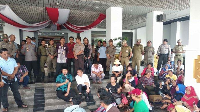 Ratusan PKL Pasar Induk Jodoh Kecewa Wali Kota Batam dan Wakil Tak Ada di Kantor