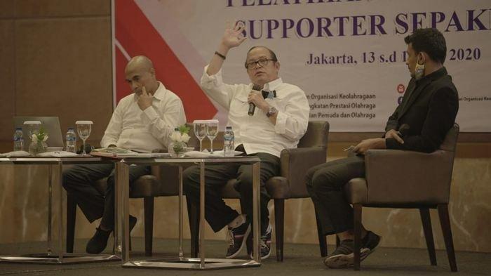Ketua Komite Disiplin PSSI, Erwin Tobing, menjelaskan Kode Disiplin PSSI dalam acara Kemenpora di Grand Ballroom Hotel Pullman, Jakarta, Selasa (14/7/2020).