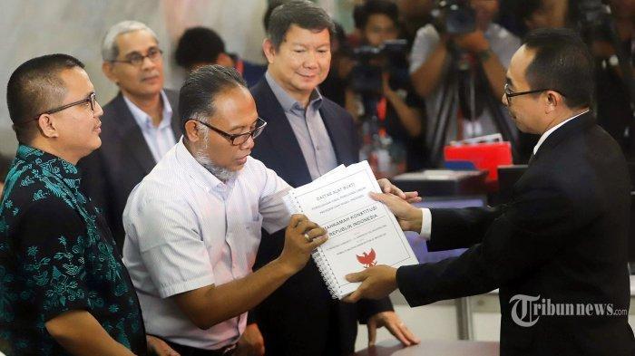 Laporkan 51 Alat Bukti, Kuasa Hukum & BPN Prabowo-Sandi Daftarkan Gugatan Sengketa Pilpres 2019 k MK