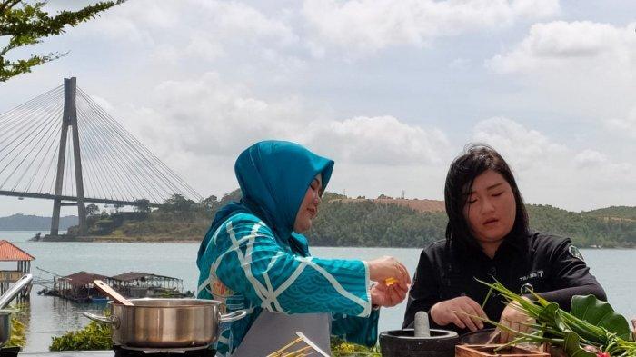 Ketua Tim Penggerak PKK Kota Batam Promosi Kuliner Daerah Asam Pedas Ikan Dingkis