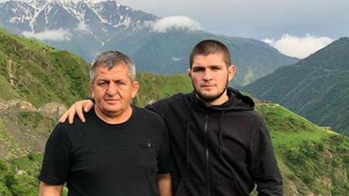 Khabib Nurmagomedov bersama ayahnya Abdulmanap Nurmagomedov