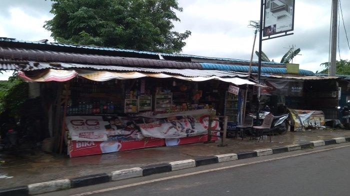 Kios pedagang di Jalan Trans Barelang (Simpang Barelang), Tembesi, Kecamatan Sagulung, Batam, Minggu (19/1/2020).