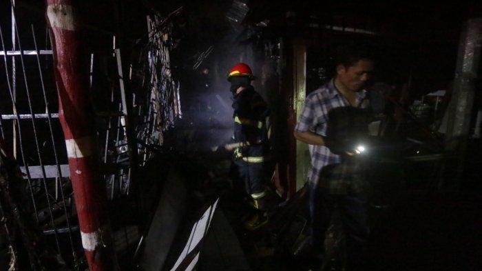 Mobil Pemadam Kebakaran Sempat Kehabisan Air, Warga Kewalahan Keluarkan Barang dari Kios