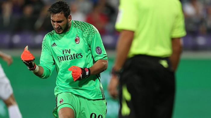 Kiper AC Milan Gianluigi Donnarumma melakukan lima penyelamatan saat AC Milan menahan imbang Fiorentina 0-0, Minggu (25/9/2016)