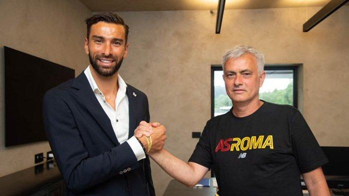Berita AS Roma - Rui Patricio Resmi Jadi Kiper Roma, Jose Mourinho Ingin Bawa Marcelo