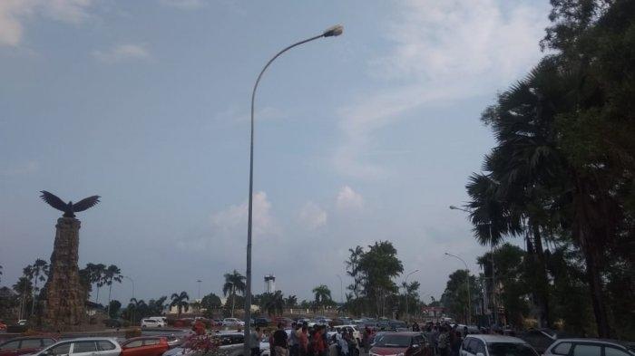 Supir Taksi Online Batam Dipersekusi, Massa Macetkan Bundaran Bandara Hang Nadim