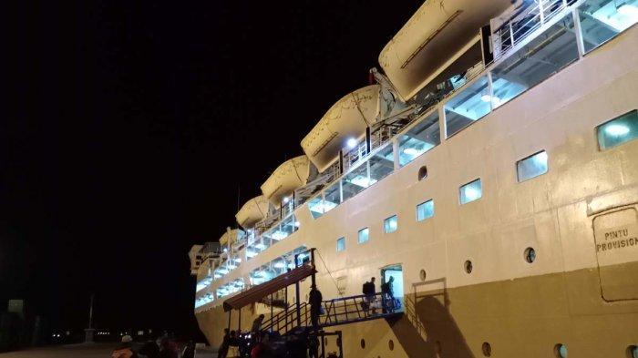 KM Umsini Arrives at Batu Ampar Port at Early Morning, Pelni Management: Natural Factors