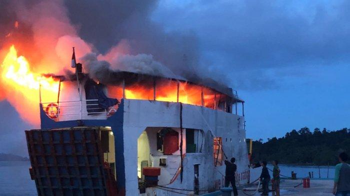 KMP Paray Terbakar Hebat! Dugaan Sementara Akibat Arus Pendek, Kapal Rusak Berat!