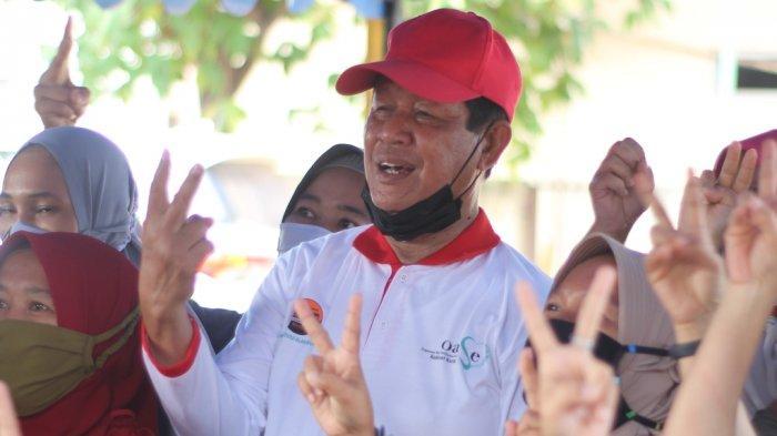 ISDIANTO - Calon Gubernur Kepri Isdianto saat menyapa warga di Pilkada Kepri. Bersama Suryani, ia berkomitmen memprioritaskan sektor kesehatan.