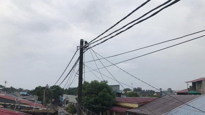 BMKG - Awan gelap disertai hujan di Kecamatan Sagulung, Kota Batam, Provinsi Kepri, Rabu (2/12/2020). BMKG megneluarkan peringatan dini cuaca untuk Kota Batam.