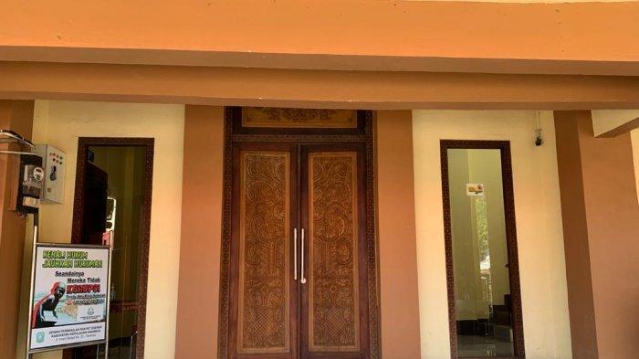 Kondisi gedung DPRD Anambas di Jalan Imam Bonjol, Kelurahan Tarempa, Kecamatan Siantan, Kabupaten Kepulauan Anambas, Provinsi Kepri, Senin (26/4/2021).