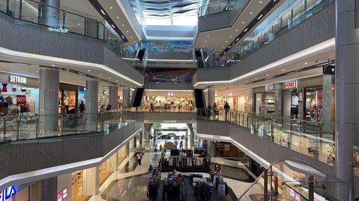 GRAND BATAM MALL - Kondisi Grand Batam Mall setelah pembatasan jam operasional yang dikeluarkan Pemko Batam untuk menekan penyebaran covid-19.