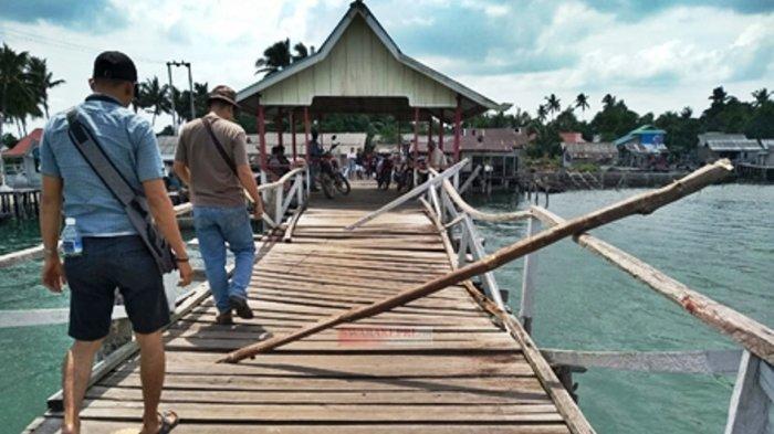 Kondisi jembatan Desa Tanjung Irat, Kecamatan Singkep Barat, Kabupaten Lingga, Provinsi Kepri, Selasa (25/5/2021).