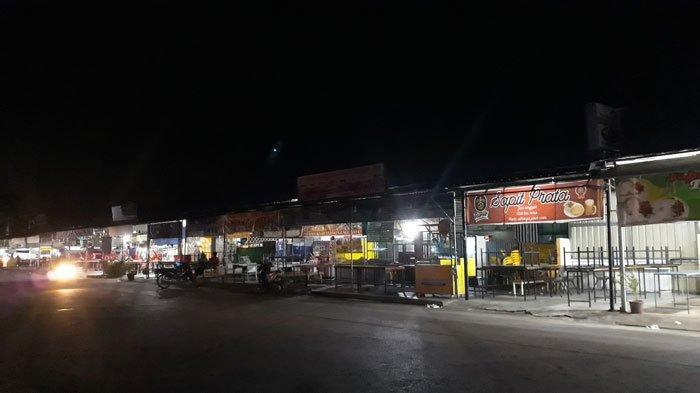 PUJASERA TIBAN CENTRE - Kegiatan usaha di Pujasera Tiban Centre, Sekupang, Batam, terlihat sepi aktivitas, Jumat (2/7/2021) sekira pukul 23.30 WIB.