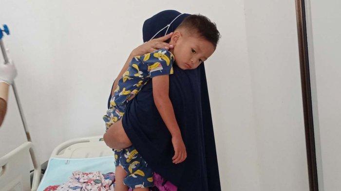 ANAK HILANG DI BATAM - Kondisi Rasyid, bocah 2 tahun saat dirawat di RS Bhayangkara Polda Kepri, Kamis (20/5/2021).