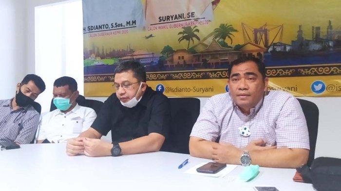 PILKADA KEPRI - Konferensi Pers Pilkada Kepri Tim Pemenangan Insani di Posko Pemenangan Insani, Dataran Engku Hamidah, Batam Center, Kamis (10/12/2020).