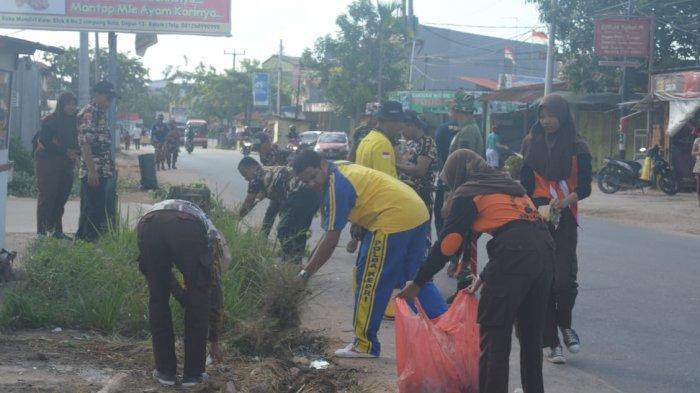 Bersama Warga dan Lintas Instansi, Kopling Supel Gotong Royong Bersihkan Lingkungan Sungai Pelenggut