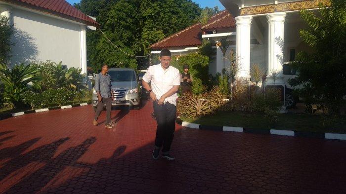 KPK Sita 13 Tas dan Kardus Berisi Uang Dari Rumah Dinas Gubernur Kepri Nurdin Basirun