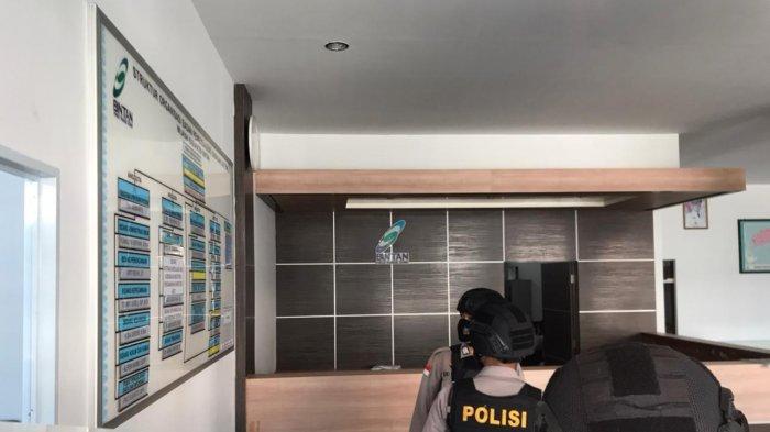 BREAKING NEWS, KPK Geledah Kantor BP Bintan
