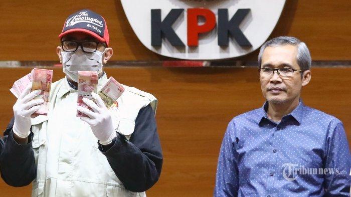 5 Fakta OTT KPK di Imigrasi Mataram, Uang Suap Rp1,2 M Untuk Pejabat Imigrasi di Tong Sampah