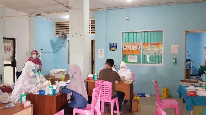 PILKADA KEPRI - Suasana rapid test badan ad-hoc Pilkada Kepri di RSUD Tanjungpinang.