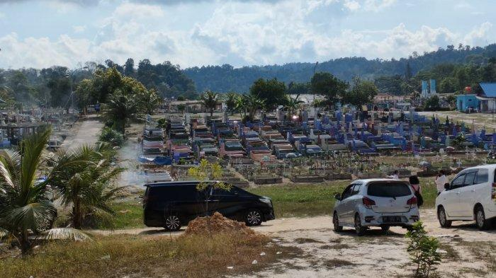 MAKAM BIRGALDO SINAGA - Rombongan Kepala Staf Presiden Moeldoko berziarah ke makam Birgaldo Sinaga di TPU Sei Temiang, Batam, Provinsi Kepri, Jumat (28/5/2021).