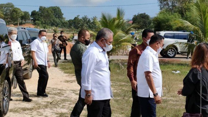 Kepala Staf Presiden Moeldoko Ziarahi Makam Birgaldo Sinaga di TPU Sei Temiang Batam