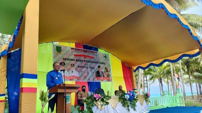 Bupati Natuna Abdul Hamid Rizal saat kunjungan di Kecamatan Midai, Senin (12/4/2021).