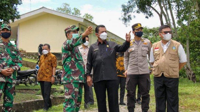 Kepala RSKI Covid-19 Galang Curhat ke Gubernur Kepri. Foto kunjungan resmi Gubernur Kepulauan Riau (Kepri), Ansar Ahmad dan rombongan di Rumah Sakit Khusus Infeksi (RSKI) Pulau Galang Kota Batam hari ini, Kamis (6/5/2021).