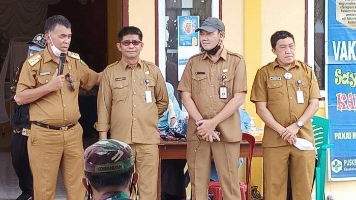 BUPATI NATUNA - Kunjungan kerja Bupati Natuna Wan Siswandi di Kecamatan Pulau Laut, Minggu (27/6). Ia meminta Dinas Perhubungan dan Dinas PU Kabupaten Natuna anggarkan pembangunan Pelabuhan Tanjung Pala pada 2022 mendatang.