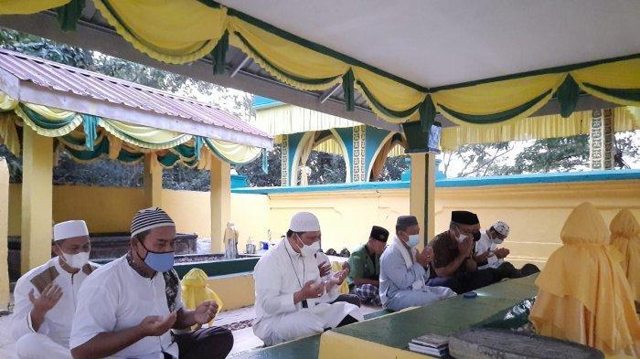 Plh Gubernur Kepri, TS. Arif Fadillah ziarah ke makam H Muhammad Sani dan mengunjungi Pulau penyengat untuk berziarah ke makam para Raja, Sabtu (13/2).