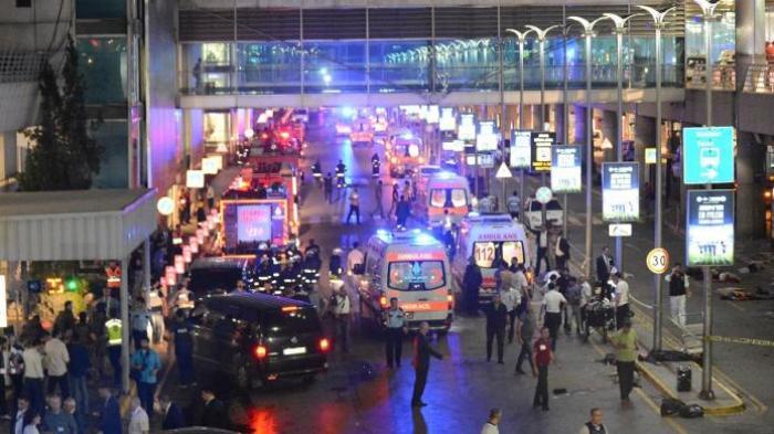 Bom Bunuh Diri Meledak di Pintu Masuk Bandara Turki. Puluhan Orang Tewas