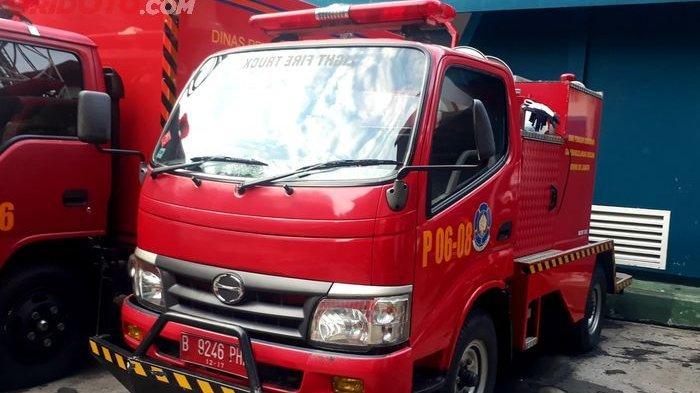 Ternyata Dinas Damkar Punya Unit Khusus Untuk Memadamkan Mobil yang Terbakar