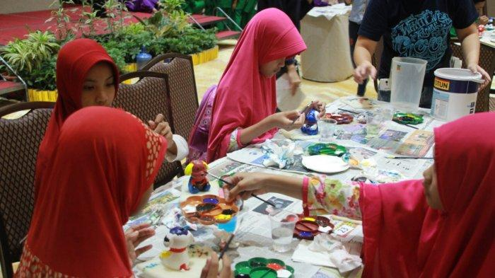 Best Western Premier (BWP) Panbil Holds Ceramic Doll Painting Competition