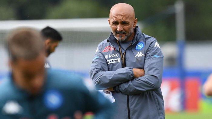 Luciano Spalletti memimpin latihan pramusim skuad Napoli jelang musim 2021-2022