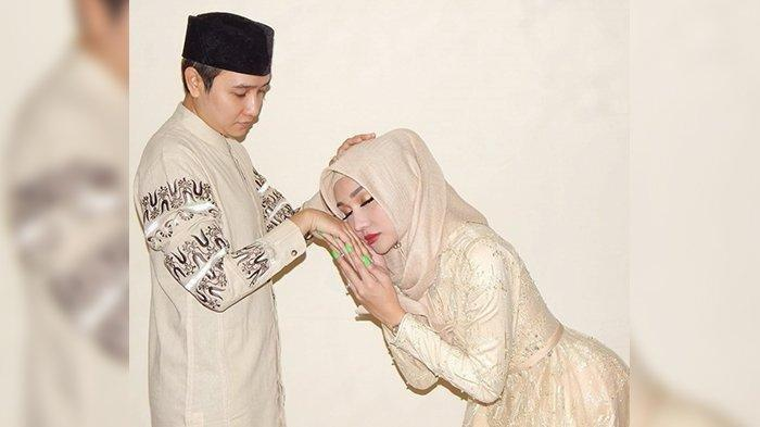 Lucinta Luna Unggah Foto Momen Lebaran dengan Abbas, Pria Berpeci, Katanya: Imamku, Reaksi Netizen?