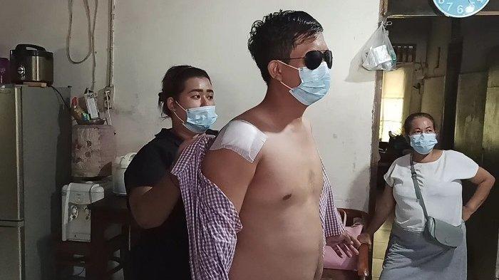 Luki Nur Ikhsan (30) menjadi korban pembacokan tiga orang tak dikenal saat mengendarai motor bersama sang istri di kompleks Perumahan Nusa Kirana, Cilincing, Jakarta Utara.