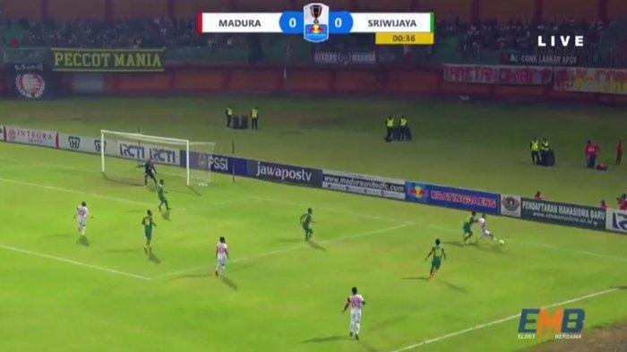 madura-united-vs-sriwijaya-fc-mulai.jpg