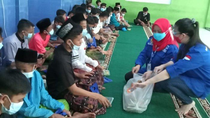 Anak Panti Asuhan di Sekupang Senang, Mahasiswa Magister Hukum UIB Beri Sembako
