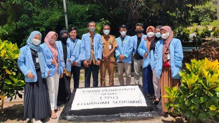 Mahasiswa UNRI di Lingga, Bangun Tugu Nama TPU Senayang Akhir KKN