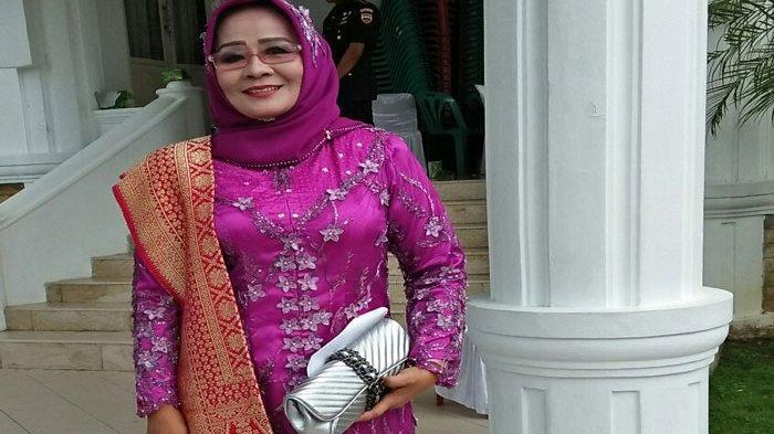 Mahasiswi Prodi Ilmu Administrasi Publik di Stisipol Raja Haji Tanjungpinang, Fathermawani. Nenek 3 cucu berumur 60 tahun ini sudah menginjak smester 7.