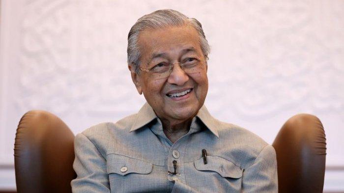 Mahathir Mohamad saat wawancara dengan Reuters di Kuala Lumpur, Malaysia, 13 Maret 2020.