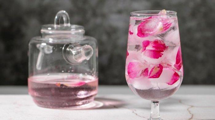 Ini 4 Manfaat Air Mawar untuk Kecantikan Kulit dan Cara Penggunaannya