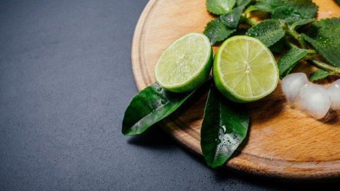 Tak Hanya Atasi Sakit Tenggorokan, Ini dia 9 Manfaat Lain dari Jeruk Nipis untuk Kesehatan