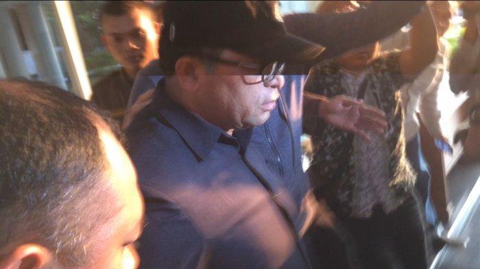 Ketua PN Medan Pukul Kamera Wartawan saat Diboyong KPK ke Jakarta: Kurang Jelas Wajahku?
