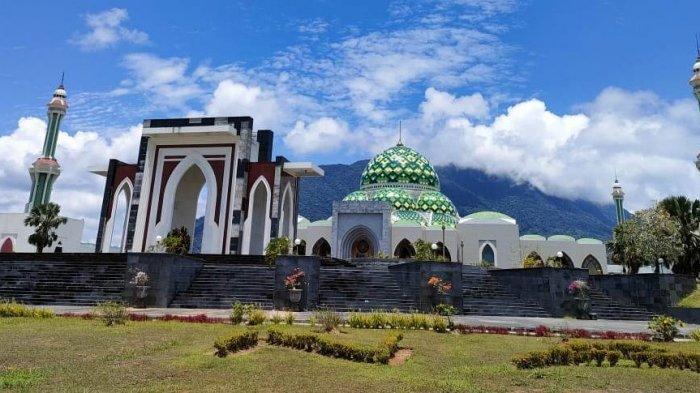 Masjid Agung Natuna di Ranai Kota, Kecamatan Bunguran Timur, Kabupaten Natuna, Provinsi Kepri. Foto diambil beberapa waktu lalu.