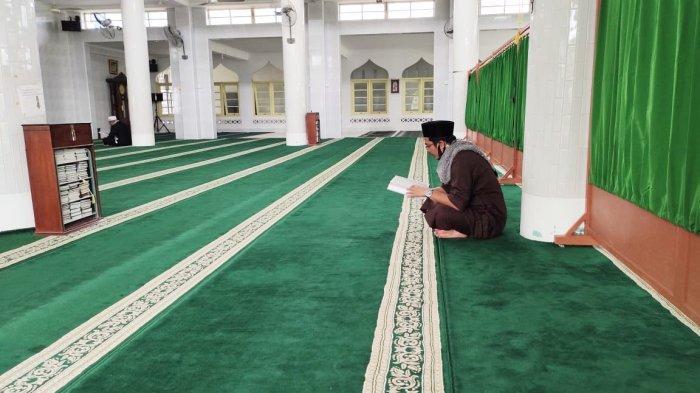 Kondisi dalam Masjid Azzulfa Dabo Singkep, Kabupaten Lingga, Provinsi Kepri.