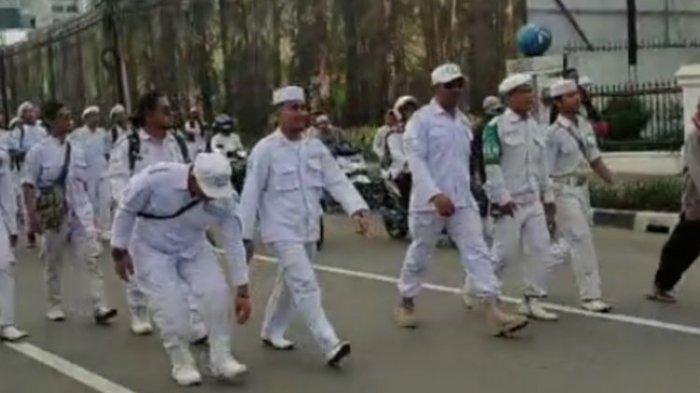 Massa Eggi Sudjana & Kivlan Zen Geruduk Bawaslu, Lapor Kecurangan Deklarasi Kemenangan Prabowo-Sandi