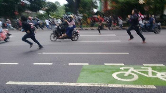 Massa Penolak Habib Rizieq Kocar Kacir, Pendemo Panik Didatangi Kelompok Pro HRS