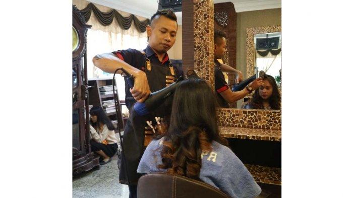 Ingin Membuat Rambut Curly Terlihat Alami Intip Yuk Triknya Tribun Batam